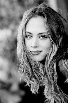 Nora Arnezeder décroche le rôle de Faubourg 36