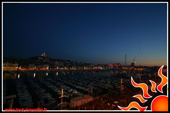 vieux port de marseille le soir
